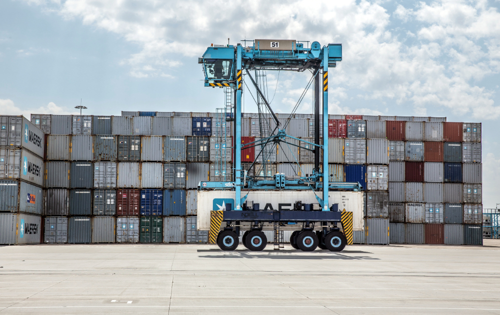 Straddle carrier APM Terminals Rotterdam